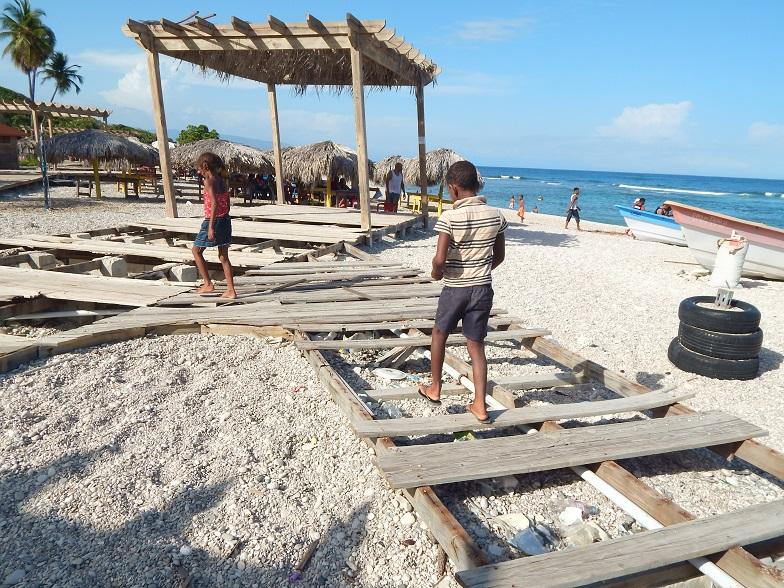 Denuncia playa El Quemaito en franco deterioro